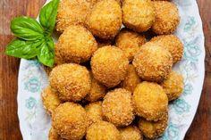 Formez des boulettes avec le riz cuit au creux de la main. Ajoutez au centre du gruyère râpé et un m... - 750 grammes