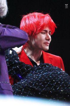 it hurts too when i see you cry Taehyung Red Hair, V Taehyung, Hoseok Bts, Bts Jungkook, Daegu, Bts Cry, Min Yoonji, Bts Lockscreen, Bts Photo