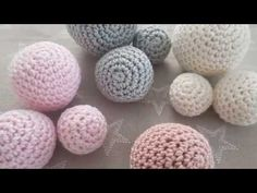 Free tutorial on how to crochet balls or balls in the form of video and text with pictures. Nothing can go wrong. Marie Wallin Knitting pattern Loop from sock wool Bonnet Crochet, Crochet Motifs, Crochet Beanie, Crochet Stitches, Crochet Ball, Crochet Toys, Free Crochet, Knit Crochet, Baby Knitting Patterns