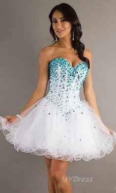 El vestido con destello en color azul y blanco es bonito.