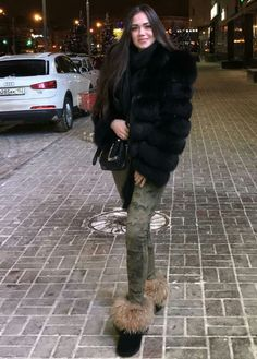 Fur, Femdom and Maybe Some Shemales Too : Photo Fur Fashion, Winter Fashion, Womens Fashion, Furry Boots, Winter Boots Outfits, Fabulous Fox, Stunning Brunette, Fox Fur Jacket, Sexy Boots