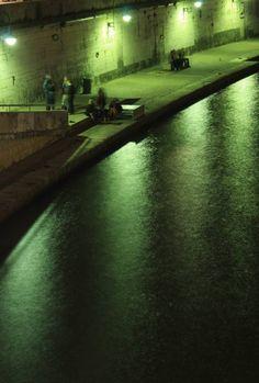 Quai de #Saône à #Lyon, promenade nocturne et filtre #vert à découvrir sur la base Photographes en Rhône-Alpes #numelyo #photography #color #green #couleur