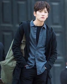 ❤❤ 지 창 욱 Ji Chang Wook ♡♡ that handsome and sexy look . Ji Chang Wook Smile, Ji Chang Wook Healer, Ji Chan Wook, Asian Boys, Asian Men, Asian Actors, Korean Actors, Korean Star, Korean Artist