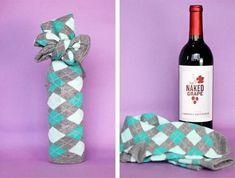 подарочная упаковка бутылки вина из носка