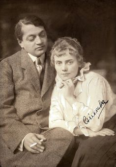 Ady Endre, Boncza Berta(Csinszka). Photography by Aladár Székely 1915 Famous Men, Famous People, Celebrity Gallery, Iconic Women, Big Love, Photo Reference, Great Books, Budapest, Role Models
