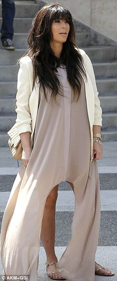 Chic: Kim looked elegant and simple in her lunch outfit