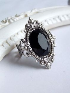 Black jewel ring gothic victorian ring black crystal cocktail ring black stone gothic ring royal baroque oval black jewel ring Antique black stone ring - gothic - victorian - dark - elegant jewelry by SweetAsylumShop on Etsy Antique Rings, Antique Silver, Antique Jewelry, Vintage Jewelry, Ring Set, Hand Ring, Ring Finger, Bridal Jewelry, Bracelets