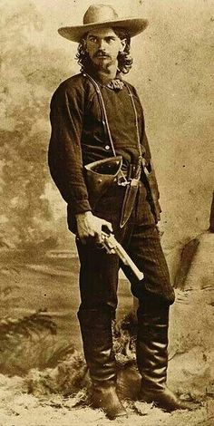 Wild Ben Raymond, who worked as a mine guard, posed for his photograph in Leadville, Colorado, holding a First Model open top Merwin Hulbert Frontier Army revolver. Western Film, Western Art, Western Movies, Real Cowboys, Cowboys And Indians, Old West Outlaws, Old West Photos, Wild West Cowboys, Into The West