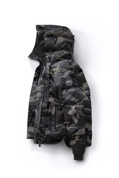 This hip-length parka couples great warmth with stylized features including a quilt-through design and a new curved hemline. The MacMillan Parka provides fundamental protection for active city living despite the weather. Canada Goose Black Label, Canada Goose Parka, Canada Goose Mens, Down Quilt, Winter Parka, Winter Boots, Down Parka, Clothes Crafts, Black Hoodie