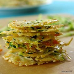 Parmesan Cheese Crisps laced with zucchini and carrot shreds | www.dinner-mom.com |#glutenfree #lowcarb