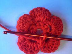Silles hantverk: Virkad blomma Bobby Pins, Hair Accessories, Crochet Ideas, Crocheting, Beauty, Madrid, Barn, Crochet Flowers, Hair