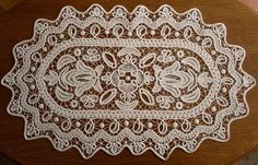 this one is simply stunning Crochet Mat, Crochet Cord, Form Crochet, Crochet Needles, Macrame Patterns, Weaving Patterns, Embroidery Patterns, Bruges Lace, Family Drawing