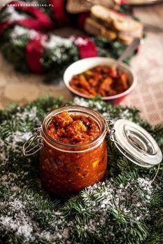 Dzisiaj już je zrobiłam. Moje ulubione śledzie z imbirem, suszonymi śliwkami i pomarańczą! Postawiłam do lodówki – będą genialne na Wigilię! Fruit Recipes, Fish Recipes, Appetizer Recipes, Cooking Recipes, Healthy Recipes, Meals Without Meat, Seafood Salad, Yummy Mummy, Christmas Cooking