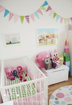 Elin Andersson's daughter's nursery.  visit her blog: www.elinochalva.blogg.se #pennants#owls#littlephant