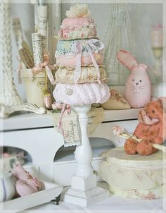 Just when you  think you've seen it all,  an adorable stacking pin cushion.  This would be great for displaying old safety pins on.