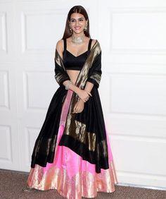 Kriti Sanon at Trailer Launch Of Film Panipat At Indus Club Bollywood Designer Sarees, Bollywood Dress, Bollywood Fashion, Bollywood Girls, Indian Bollywood, Indian Dresses, Indian Outfits, Kriti Sanon Saree, Lehenga Designs