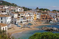CALELLA DE PALAFRUGELL (GIRONA) en la Costa Brava, su belleza inspiró al mismo Serrat en una canción que se ha convertido en todo un símbolo de la vida en el Mediterráneo.