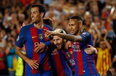 Lionel Messi celebra marcador con Neymar y Sergio Busquets