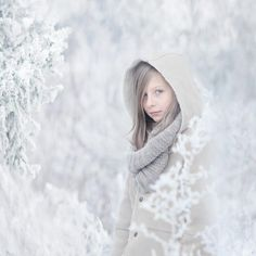 Magdalena Berny--i want to do this shot this winter with one of my girls!