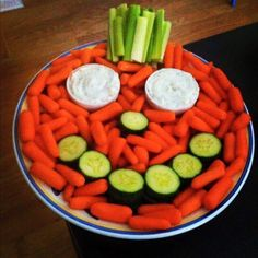 The perfect addition to your kids Halloween party. Healthy Halloween snacks are essential when candy is not far behind! Healthy Halloween Treats, Halloween Party Snacks, Snacks Für Party, Halloween Birthday Food, Halloween Appetizers For Adults, Halloween Housewarming Party, Halloween Party Ideas For Adults, Halloween Birthday Decorations, Halloween Treats For Kids
