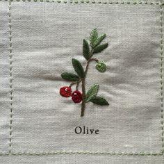 庭図鑑のモチーフクロス。とうとう最後、6段目の後半3つです。▼ Daisy 「デイジー」花びらに2色の糸を使っているのでかわいい仕上がりに。まず、白糸でレ...