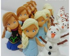 Aplique para lembrancinhas Frozen Frozen Party, Frozen Birthday, Polymer Clay Princess, Olaf Frozen, Pasta Flexible, Cata, Cold Porcelain, Princesas Disney, Clay Creations