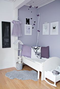 love the colour, bedside table, rabbit lamp and little book house. It's gorgeous