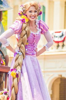 Disney Cosplay I usually don't pin the Disney actors, but. It's Rapunzel, who can blame me? I love the colors of this cosplay. I was at Disney recently, and this brings me back to my suddenly-missed second home. Disney Rapunzel, Walt Disney, Tangled Rapunzel, Princess Rapunzel, Princesa Disney, Disney Magic, Disney Parks, Disney Princesses, Pocket Princesses