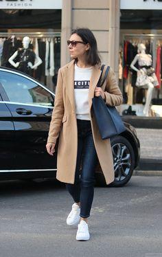 https://minimalissmo.blogspot.com/  #fashion #moda #camel #coat #puma #rihanna #crepeers #casual #trip #trendy