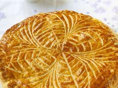 pâte feuilletée, Poudre d'amande, sucre fin, oeuf, beurre, jaune d'oeuf, fève