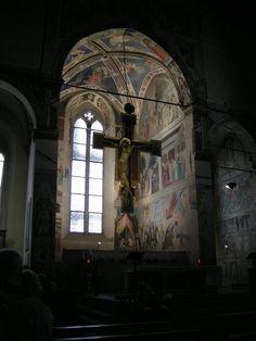 Le Storie della Vera Croce è un ciclo di affreschi conservato nella cappella maggiore della basilica di San Francesco ad Arezzo. Iniziato da Bicci di Lorenzo, venne dipinto soprattutto da Piero della Francesca, tra il 1452 e il 1466, che ne fece uno dei capolavori di tutta la pittura rinascimentale.