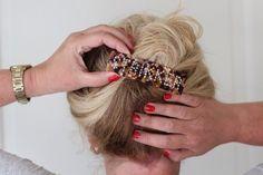 Hårspenne -StrikkerSuperpopulær og trendy hårspenne med tekst. Denne spennen har teksten: Strikker i swarowski krystaller.Spennene sitter godt i håret selv på de med glatt hår. Sitter godt i tynt og tykt hår.Den er 11 cm x 3 cm.Supre gaver til den strikkeglade, eller til deg selv. Bracelets, Leather, Hair, Fashion, Moda, Fashion Styles, Bracelet, Fashion Illustrations, Strengthen Hair