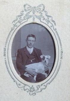 Fotografía en formato Carte-de-Visite de un fotógrafo desconocido - a través de Carol Hardijzer Base Image, Port Elizabeth, Central Asia, African History, Best Dogs, Dog Breeds, Terrier, Pets, People