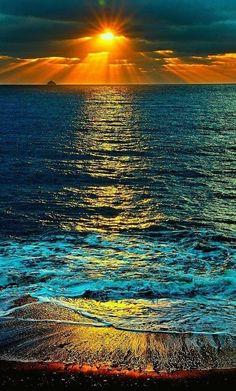 Sea Photography To Bring You Closer To The Wondrous World Of Oceans - Bored Art Beautiful World, Beautiful Places, Beautiful Pictures, Beautiful Scenery, Amazing Sunsets, Amazing Nature, Sunset Photography, Landscape Photography, Beautiful Sunrise