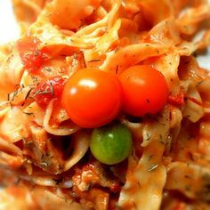 À Catanada na Cozinha: Talharim com tomate orgânico e carne de vaca estufada Carne, Stew, Noodles, Vegetables, Tomato Sauce, Recipe, Food, Linguine, Kitchen