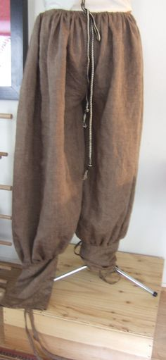 Whole Viking-Rus Men's outfit. I think I originally bookmarked it just for the pants part.