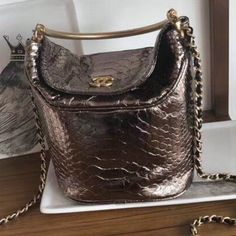 Chanel Chevron Python Handle with Chic Bucket Bag A57861 Metallic Pink Gold  2018 Metallic Pink b26f4e05ac6ee