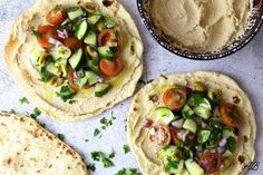 Tostada mediteraneană cu hummus și legume - Home is where you cook Tostadas, Tacos, Hummus, Cooking, Ethnic Recipes, Food, Salads, Kitchen, Essen