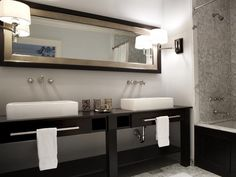 Modern Bathroom - Lighting