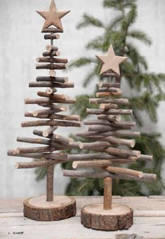 Alternative wood Christmas tree with a lovely star on top. It's a great rustic decor for a modern farmhouse! You can find other great Christmas decor pins on ItalianArtDeco!