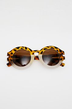 Retro Round Frame Sunglasses: http://www.thewhitepepper.com/collections/eyewear/products/retro-round-frame-sunglasses-leopard-fade