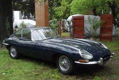 Jaguar E-Type  -  La exposición de autos antiguos más importante de la Argentina celebró una nueva edición en el Hipódromo de San Isidro. A pesar de la lluvia, se expuso una cifra récord de 920 autos y motos. ConexiónBrando eligió a sus favoritos.
