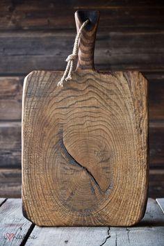 Vintage style bread board made of old oak wood #Vintage #Wood