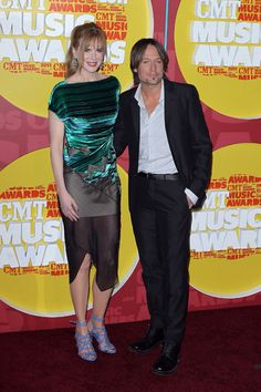 Nicole Kidman and Keith Urban cozy up at CMT Music Awards