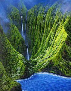 #LifeList: : Take a helicopter tour of the #waterfalls of #Molokai, #Hawaii.  http://Facebook.com/InspiringLifeList