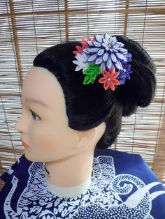 Pinza de pelo de Kanzashi de crisantemo colorido / por HandcraftKu
