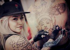 Working in my new proyect ganstaa #milamantilla #tattooartist #tattoers #colombiangirls #blondygirls #tatts #newproyect