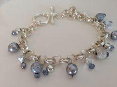Armband i ljusblått/silver av Katarina Zipper Jewelry, Beaded Jewelry, Handmade Jewelry, Beaded Bracelets, Jewellery, Chainmaille, Ring Designs, Metal Working, Jewelry Making