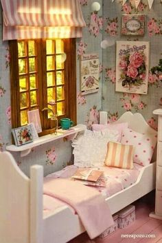 love the wallpaper and roman shades