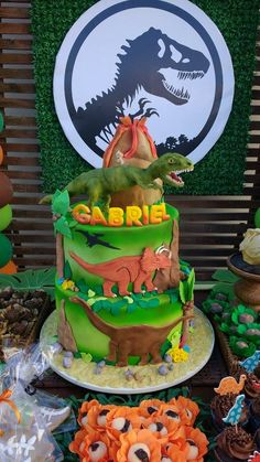 Special Birthday Cakes, 6th Birthday Parties, Birthday Party Decorations, Boy Birthday, Dinosaur Birthday Cakes, Dinosaur Cake, Dinosaur Party, Festa Jurassic Park, Kids Wall Decor